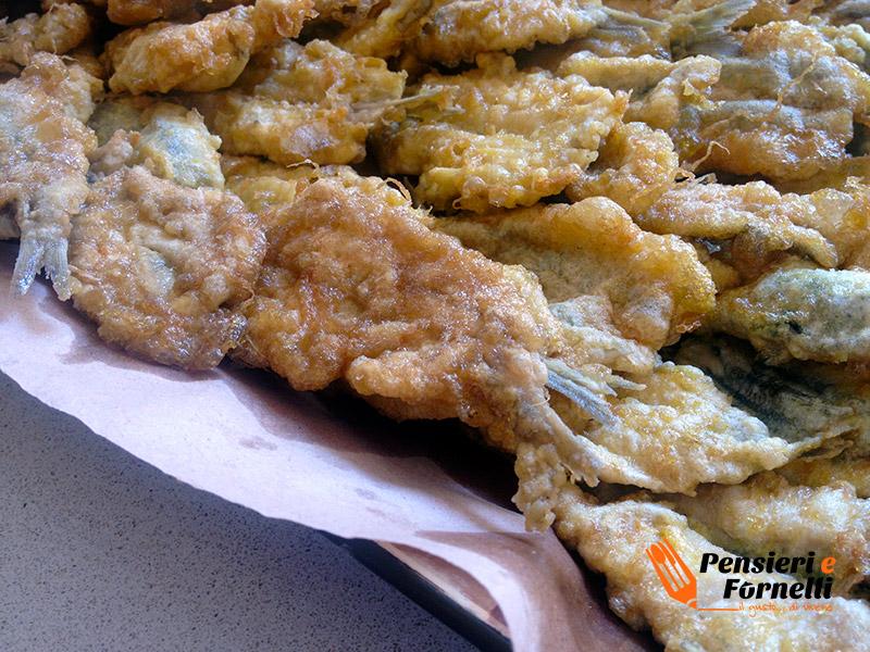 Le alici fritte pronte per essere mangiate